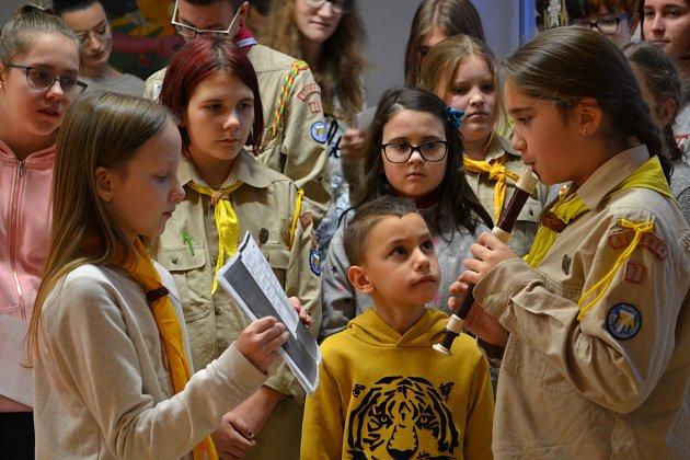 Součástí zábavného programu bylo ispolečné zpívání koled.