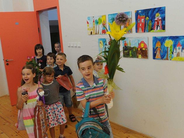 Vysvědčení svým prvňáčkům rozdala i paní učitelka Gabriela Perutková ze ZŠ Matiční v Ostravě.