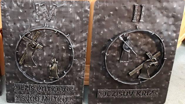 Zastavení křížové cesty ztvárňuje umělecký kovář