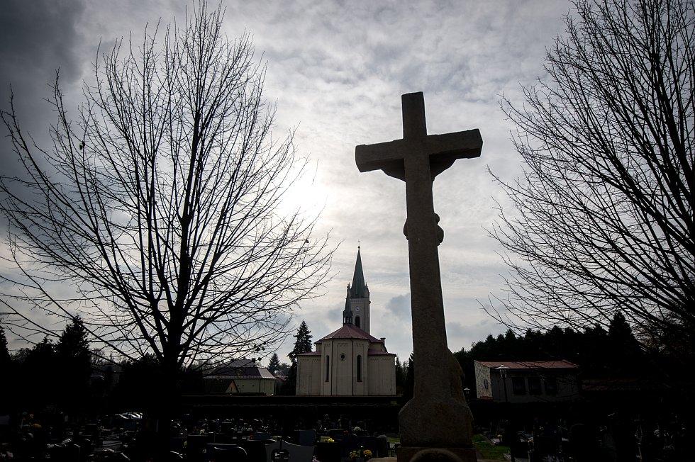 Kostel svaté Marie Magdaleny v obci Dětmarovice, 29. října 2019.