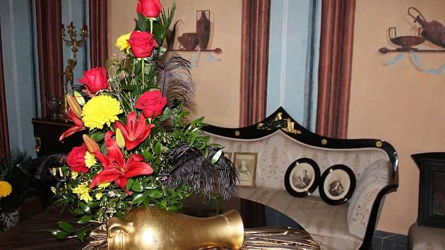 Výstava Růže pro paní hraběnku na zámku v Kuníně potrvá do 8. října.