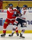 HC Vítkovice Ridera - HC Olomoucvlevo Martin Vyrubalík, vpravo Patrik Zdráhal