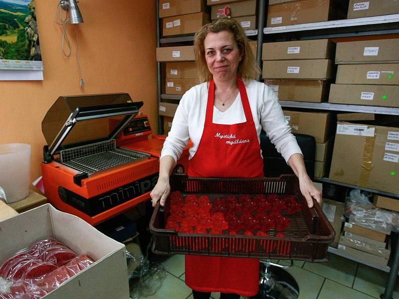 Majitelkou Mystické mýdlárny ve Vratimově je Alena Milíčková.