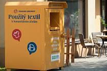 Kam s použitým šatstvem? Do kontejnerů. Nepotřebný textil se tak dostane k potřebným.