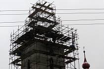 Kostel ve Vlčovicích je v rekonstrukci již několik měsíců.