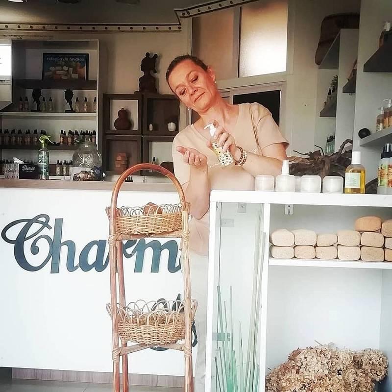 Vladana Gomes Adolfo ve své prodejně v africké Luandě.