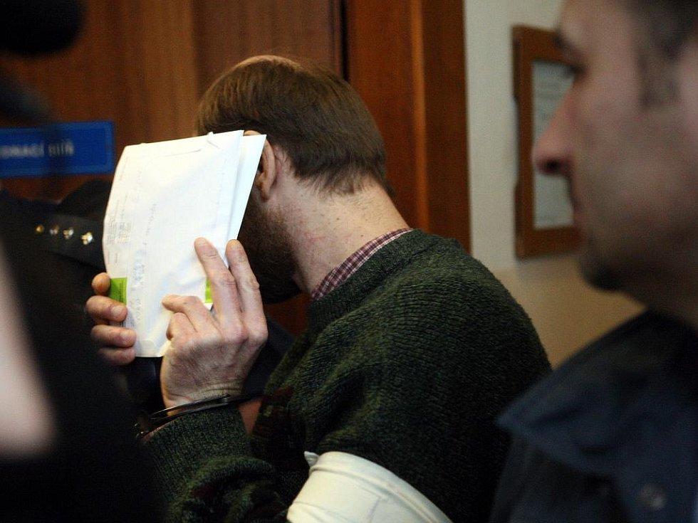 Případem bývalého strážníka ostravské policie Stanislava Drobného, která má na svědomí řadu loupežných přepadení, se v pondělí začal zabývat Krajský soud v Ostravě.