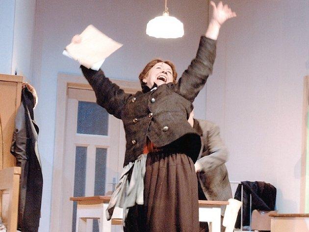 Veronika Forejtová v titulní roli hry Jana Antonína Pitínského Matka.