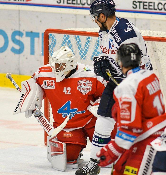 HC Vítkovice Ridera – HC Olomouc 1:2 v prodloužení, přípravný zápas v Ostravě, 10. září 2020. Hostující gólman Branislav Konrád.