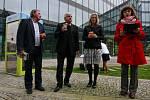 Antonín Panenka a Karol Dobiaš otevřeli novou knihobudku v areálu Nová Karolina Parku v centru Ostravy.