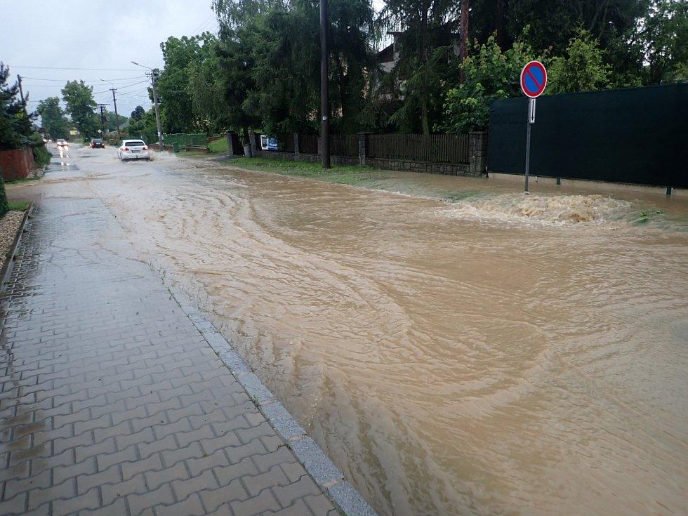 Takto čtvrteční přívalové deště vypadaly v ostravské Nové Bělé.