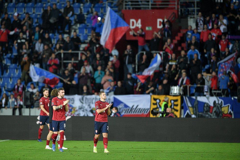 Utkání skupiny E kvalifikace mistrovství světa ve fotbale: Česko - Bělorusko, 2. září 2021 V Ostravě. český tým děkuje fanouškům.
