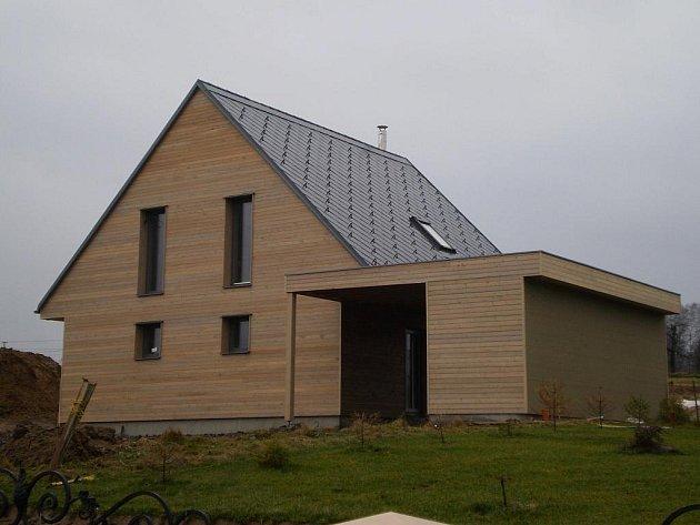 První vzorový pasivní dům na severní Moravě a ve Slezsku, který slouží zájemcům jako názorná ukázka moderního bydlení, postavila v Dětmarovicích ostravská firma Intoza.
