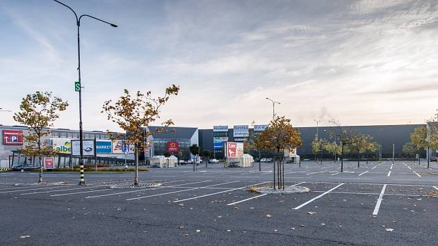 Prázdné parkoviště u OC Avion v Ostravě. Ilustrační foto.