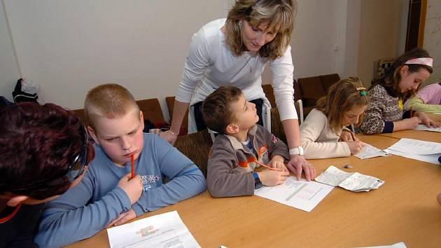 Školáci, kteří navštěvují příměstský tábor Střediska volného času na Ostrčilově ulici v Moravské Ostravě, trávili pondělní odpoledne soutěží