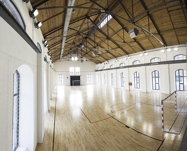 Šéf strojírenských Vítkovic Jan Světlík je přestavbou historického Trojhalí nadšen. Věří, že si tento nový veřejný prostor Ostravané oblíbí.