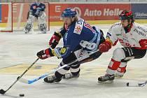 MICHAL BARINKA strávil spolu s Petrem Hubáčkem závěr loňské sezony ve švýcarském Bernu. I díky tomu byly Vítkovice pozvány na prestižní Innova Trophy. Barinka však bude kvůli nemoci na turnaji chybět.