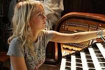 Kateřina Chroboková je opravdu půvabná instrumentalistka.