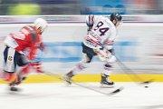 Utkání 40. kola hokejové extraligy: HC Vítkovice Ridera - HC Dynamo Pardubice, 9. ledna 2019 v Ostravě. Na snímku (vpravo) Jan Schleiss.