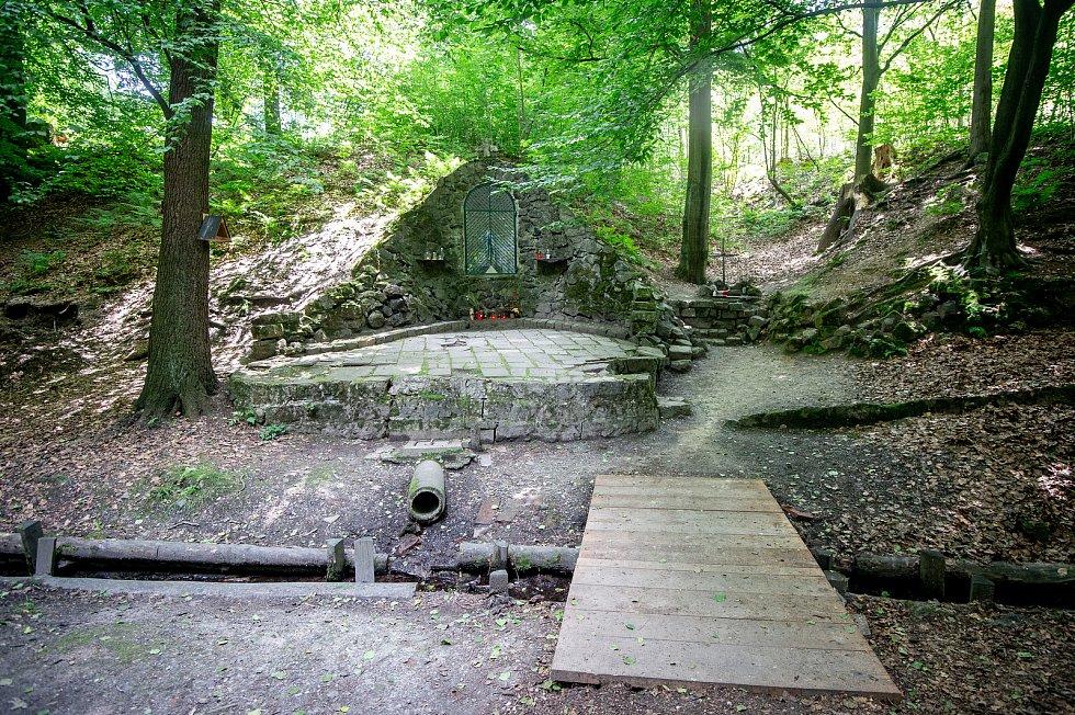 Starobělské Lurdy v Bělském lese v Ostravě, červen 2019.