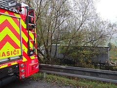 Nehoda kamionu v zahrádkářské kolonii nacházející se u dálnice D56 v Ostravě-Hrabové.