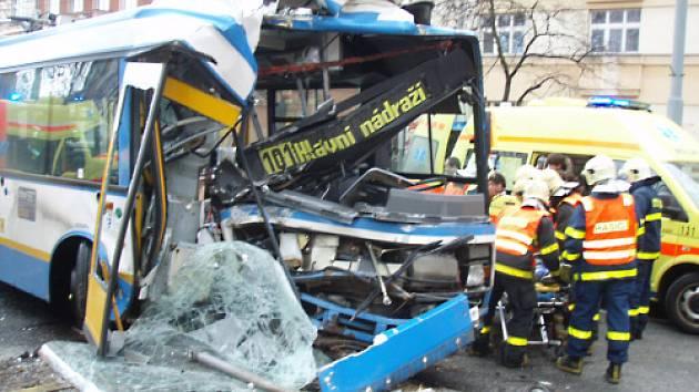 Březnová nehoda trolejbusu v Sokolské ulici v centru Ostravy.