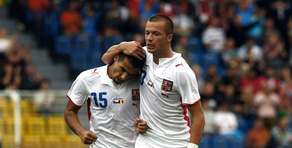 Milan Baroš a Václav Svěrkoš během přátelského zápasu s Belgií v Teplicích.