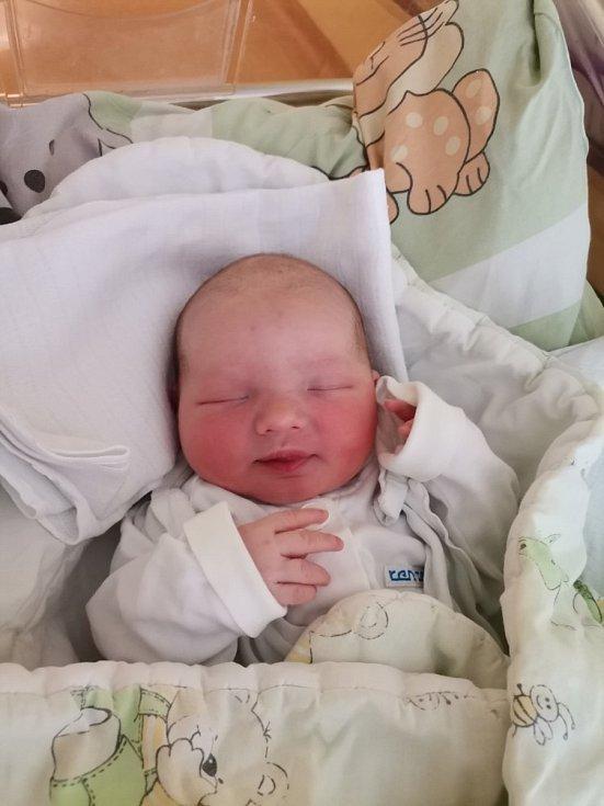 Julie Pavlátová z Orlové, narozena 11. května 2021 v Havířově, míra 49 cm, váha 3380 g. Foto: Michaela Blahová