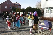Tradiční průvod masek prošel v sobotu odpoledne Klimkovicemi.