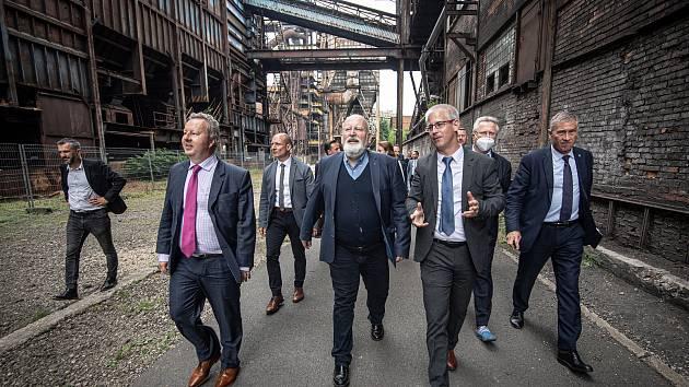 Místopředseda Evropské komise Frans Timmermans (uprostřed) si prohlédl Dolní oblast Vítkovice (DOV), 17. července 2021 v Ostravě.