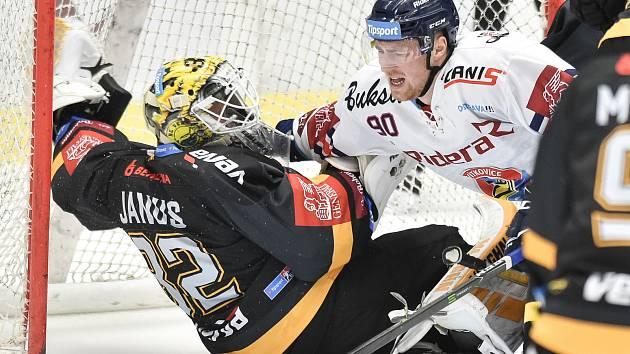 26. kolo hokejové extraligy: HC Vítkovice Ridera - HC litvínov, 9. prosince 2018 v Ostravě. Na snímku (zleva) Janus Jaroslav a Jakub Lev.