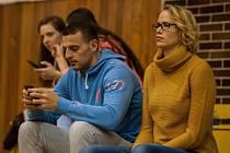 PO ČTRNÁCTI LETECH oblékla Ivana Plchotová dres TJ Ostrava. Teď se chystá volejbal skloubit s podnikáním, s manželem Valeriem Saviem budou gelatiéry.