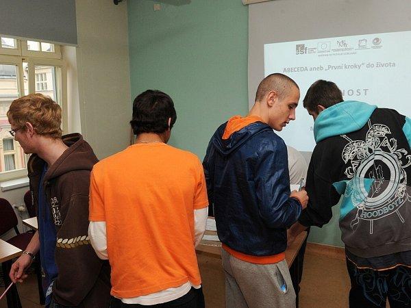 Účastníci kurzu si vyslechli přednášku na téma osobnost a živě se zapojovali do debaty svyučujícím.