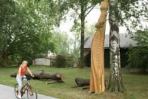 Dřevěné sochy v Třebovicích mají stovky obdivovatelů