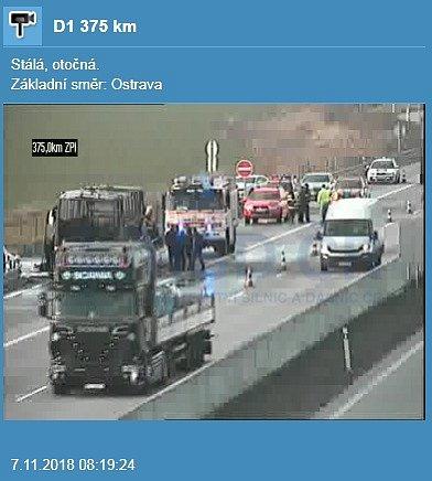 Provoz na dálnici D1 komplikoval požár autobusu za Bohumínem.