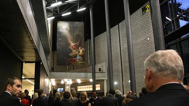 Více než století zapomenutý obraz se zajímavým osudem byl slavnostně odhalen v dolnovítkovické aule Gong.