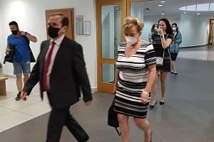 Okresní soud v Ostravě uznal státní zástupkyni Petru Tittkovou (vpravo) vinnou ze zaviněni dopravní nehody pod vlivem alkoholu.