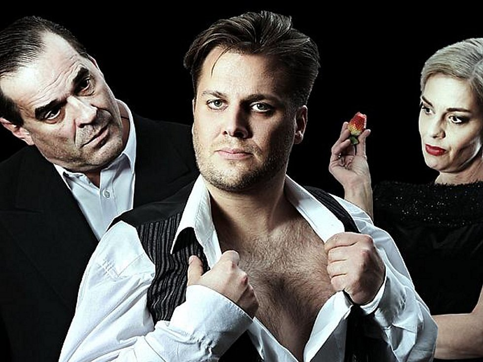 Miroslav Etzler, Tomáš Savka a Dana Růžičková (zleva) v inscenaci Hamlet