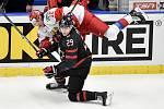 Mistrovství světa hokejistů do 20 let, finále: Rusko - Kanada, 5. ledna 2020 v Ostravě. Na snímku (zleva) Dmitri Voronkov a Nolan Foote.