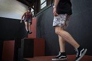 Parkour Park v Ostravě. Na snímku (v černém triku) Adam Holub a (v červeném triku) Tomáš Slonka.