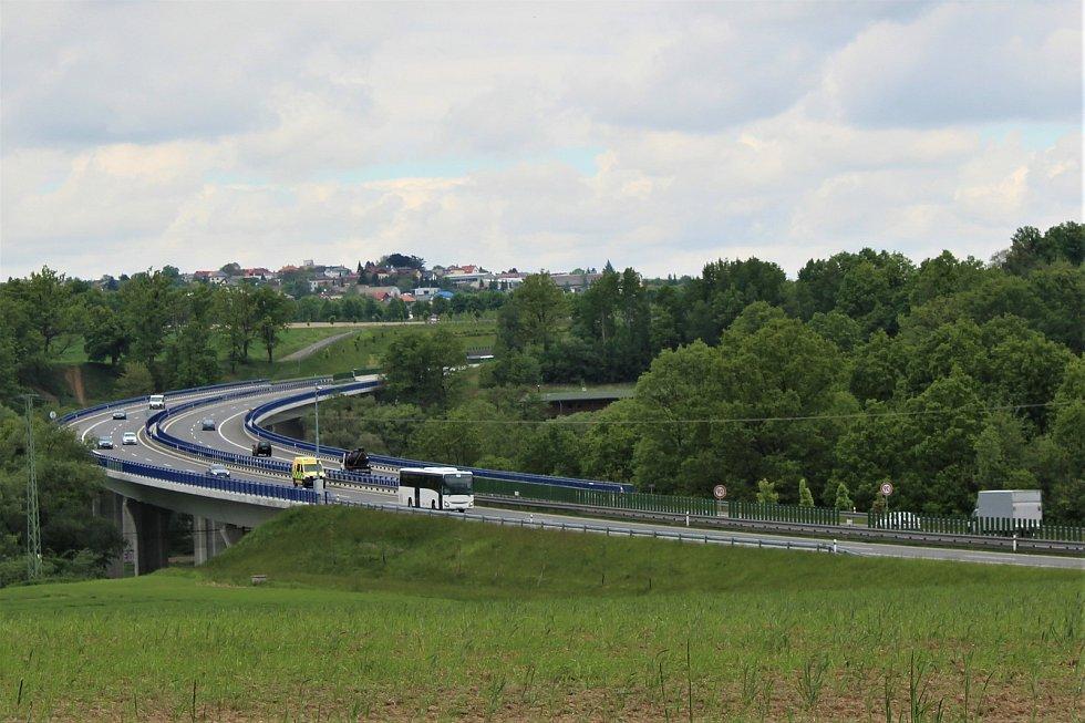 Obyvatele Vřesiny obtěžuje hluk z mostní estakády na prodloužené Rudné. Ředitelství silnic a dálnic bude rok a půl po zprovoznění rychlostní silnice provádět první úpravy.