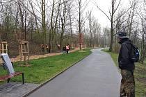 Vězni se vydali k cyklostezce podél břehu řeky Ostravice.