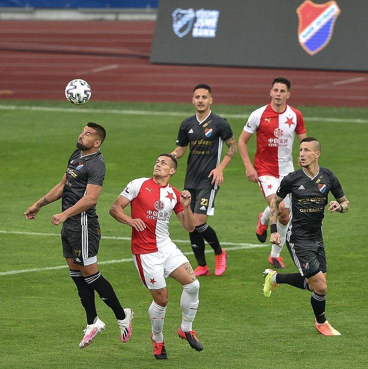Utkání 29. kola první fotbalové ligy: FC Baník Ostrava - SK Slavia Praha, 10. června 2020 v Ostravě. Zleva Milan Baroš z Ostravy a Tomáš Holeš ze Slavie.