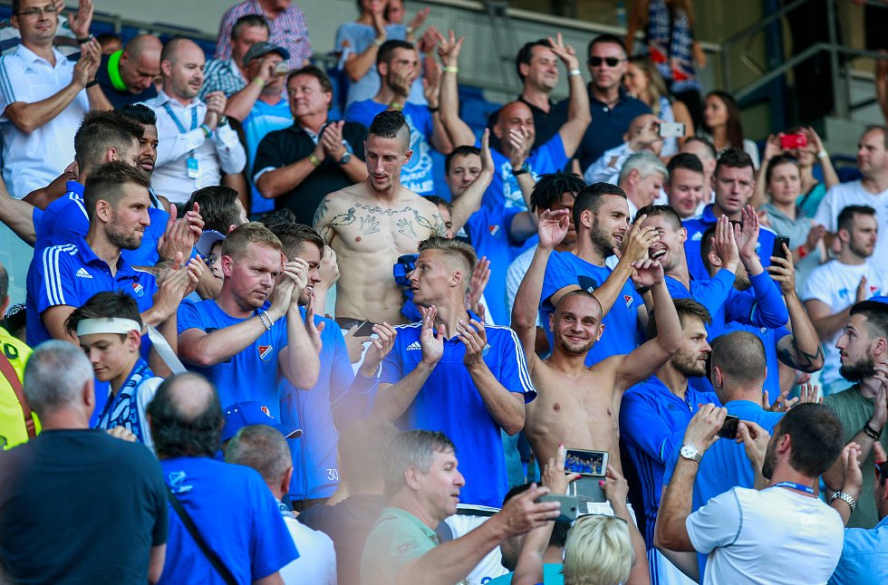 Oslavy hráčů baníku s fanoušky.Na fotografii Milan Baroš se svými spoluhráči