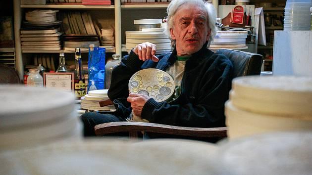 Akademický malíř, grafik a medailér Vladimír Pavlica se v posledních letech se zařadil mezi naše velmi uznávané tvůrce pamětních mincí a medailí.
