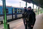 Policisté kontrolovali obchodní centra.