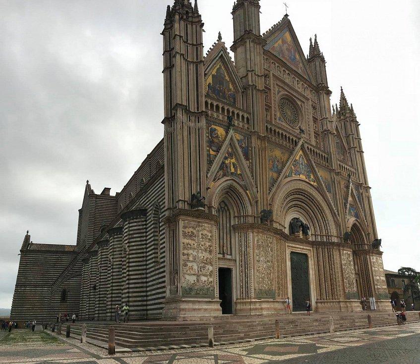 Katedrála v italském Orvietu, historické město cca 100 km od Říma.