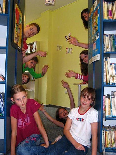 Třinecká knihovna se cíleně a systematicky věnuje práci s dětmi, již řadu let se také snaží vybudovat oddělení pro mládež.