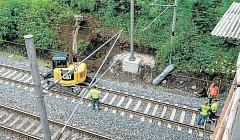 Práce v železničním koridoru u Výškovické ulice ještě nesouvisí s budováním nové vlakové stanice, SŽDC zde jen udržuje trakční vedení.