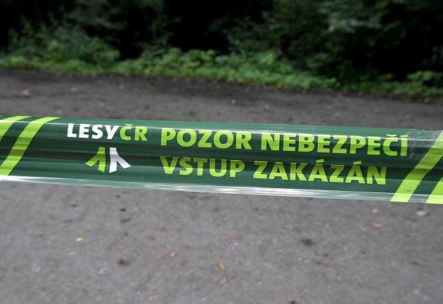 Opatření lesáků proti parkování utransformátoru nad Ostravicí a vjeho okolí.